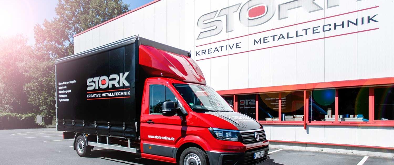 Stork | Kreative Metalltechnik | News | Neue Pritsche erhält Fahrzeugbeschriftung